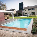vue globale piscine 8x4 Carré de LPW POOLS avec jardin