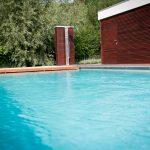 Piscine 8x4 LPW POOLS avec vue arase de l'eau avec haut niveau d'eau Be-Pool avec un volet Covrex Classic
