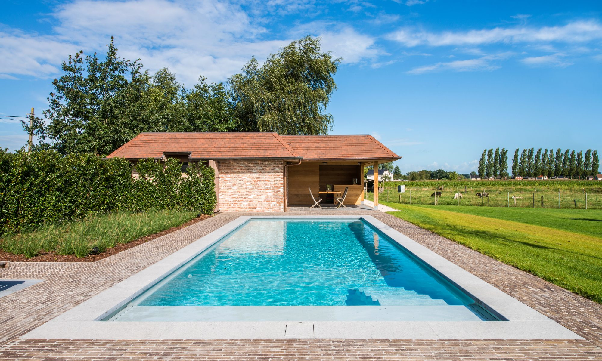 Piscine avec plage La Plage 11 avec pool house LPW POOLS