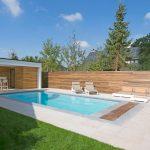 Piscine La Plage de LPW POOLS vue d'angle avec pool house