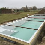 placement d'une piscine en Belgique LPW POOLS avec enjoliveurs des spots en inox chantier Be-Pool